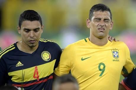 Diego Souza se emocionou no jogo em homenagem à Chapecoense f97eed1ff0116