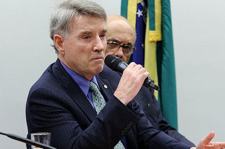 Empresário Eike Batista chorou após elogio público de ex-ministro
