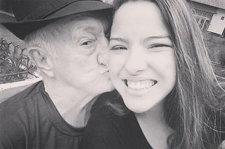 Bruna com o avô, Russo