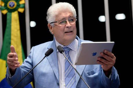 Colega de partido de Requião, Eunício Oliveira (PMDB-CE) é favorito