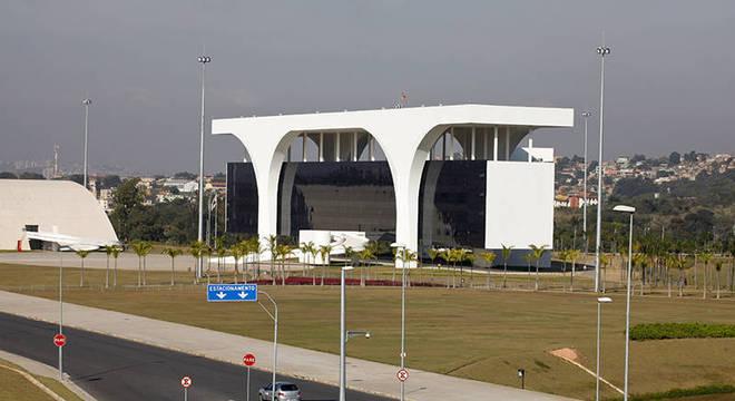 Cidade Administrativa Presidente Tancredo Neves, projetada por Niemeyer, sede oficial do governo mineiro desde 2010, em Belo Horizonte. Licitação da obra está sob suspeita na Lava Jato