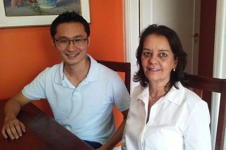 Sonia com o empresário Fernando Junji Ishi, de Curitiba, que estava hospedado na casa dela na última semana