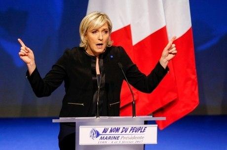 Marine faz campanha com promessas nacionalistas, como a de defender os franceses do fundamentalismo islâmico