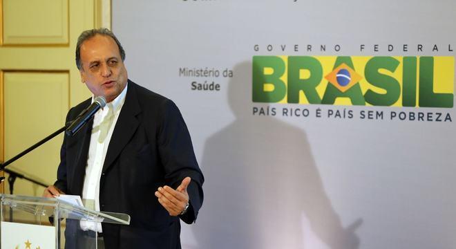 * Justiça eleitoral do Rio cassa mandato de Pezão.