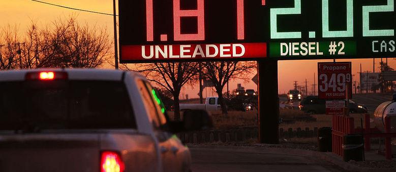 Galão de gasolina (3,78 litros) é vendido por US$ 1,87 (R$ 5,83) em posto do Texas. Isso equivale a R$ 1,54 o litro