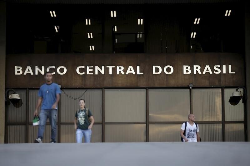Banco Central deve reduzir Selic para 12,25%