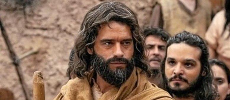 Moisés luta para libertar os judeus da escravidão em Os Dez Mandamentos