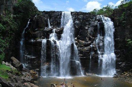 Salto de Corumbá  fica a pouco mais de 100 km de Goiânia
