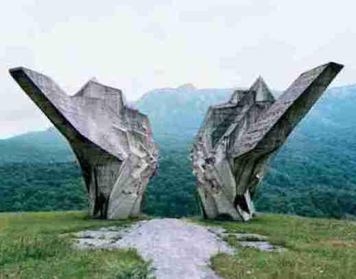 """Monumentos abandonados na antiga Iugoslávia são de """"outro mundo""""?"""