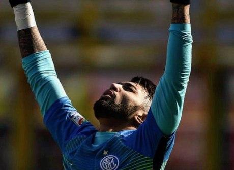 Gabigol sai do banco, marca e garante vitória da Inter de Milão