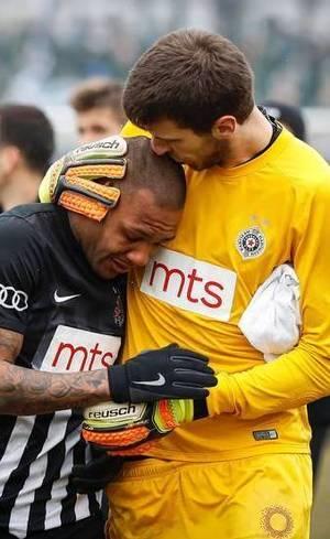 Everton Luiz deixou campo chorando