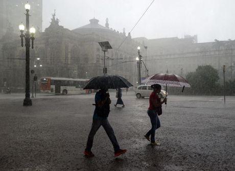 Temporal provoca alagamentos<br />e transtornos em São Paulo