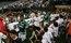 Corintianos e palmeirenses fizeram jogo quente em meio às homenagens ao pai do meio-campo Camacho