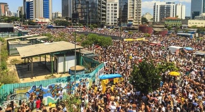 Região do Largo da Batata em época de Carnaval