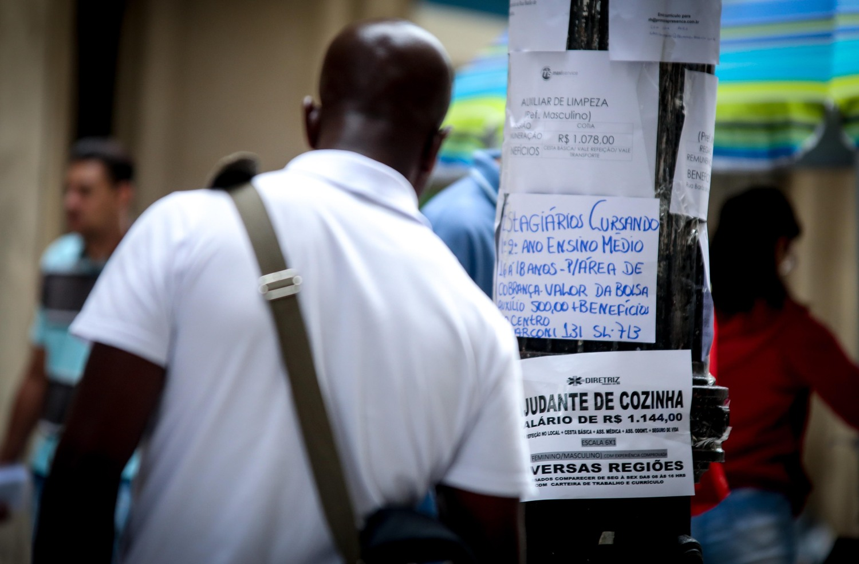 Taxa de desemprego é consideravelmente maior entre negros e pardos