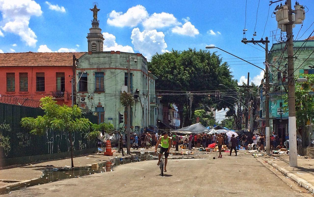 Cracolândia tem ruas bloqueadas e fogo ateado por usuários de drogas