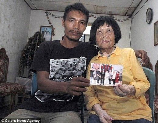 Indonésio se apaixona por telefone e descobre que amada tem 82!