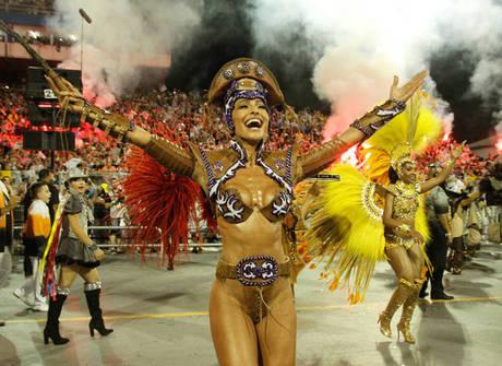 Veja 10 famosas que esbanjaram beleza e samba no pé em SP