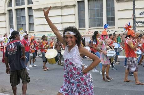 Aika Stefaneli sonha em montar um grupo de dança afro na cracolândia