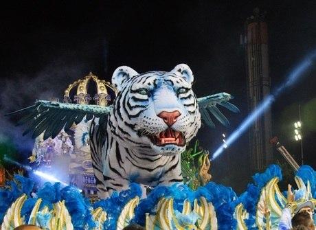 Império, Dragões e Rosas se destacam em desfiles de SP