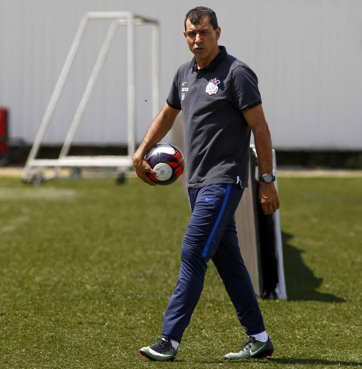 Técnico Fabio Carille da nova cara para o Corinthians e equipe ganha  confiança - Esportes - R7 Futebol 2cafe116a88b7