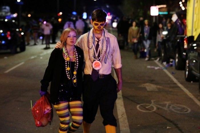 Condutor provavelmente embriagado atropela multidão em Nova Orleães