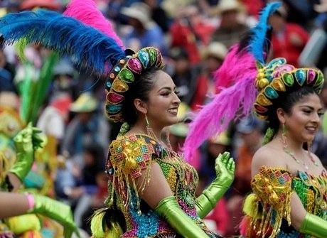 É festa! Veja imagens da folia de Carnaval ao redor do mundo