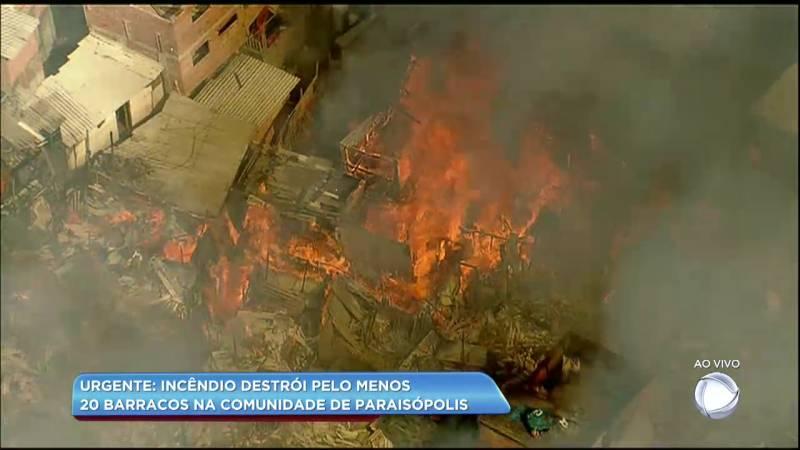 Incêndio atinge a favela de Paraisópolis