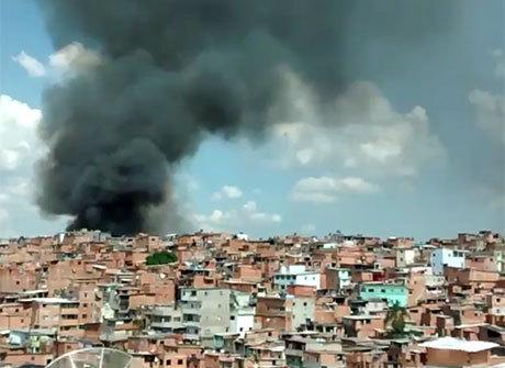 Incêndio atinge barracos em<br />favela da zona sul de São Paulo