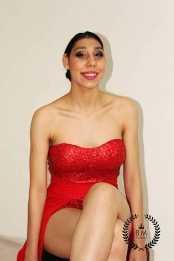 Ela gosta de posar e desfilar, e assiste aos vídeos de GiseleBündchen para se inspirar