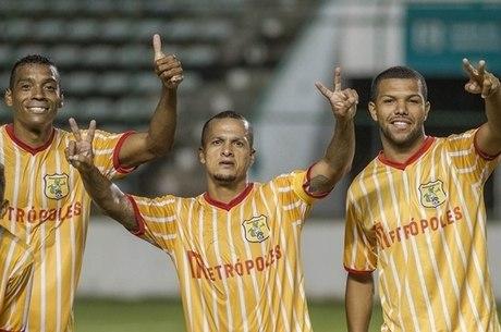 Souza, ao centro, venceu a Libertadores e o Mundial pelo SP