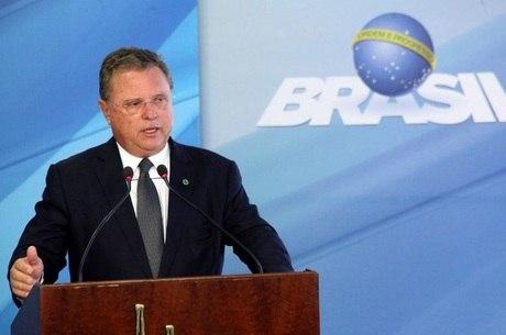 Os agentes da PF procuram provas na casa de Maggi em Brasília