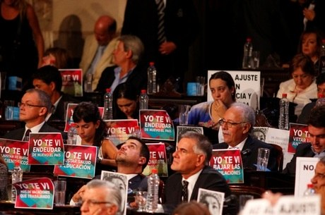 Na abertura das sessões, congressistas criticam endividamento