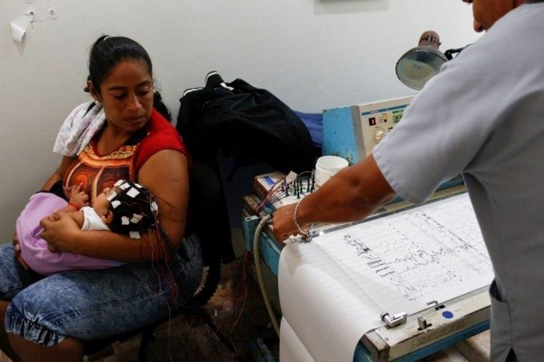 Vivendo uma forte crise econômica, agora mais um problema delicado atingiu a Venezuela: a falta de medicamentos. A recessão pela qual o país passa fez com que os abastecimentos de drogas nas farmácias fosse paralisado e quem mais está sofrendo com isso são os pacientes com epilepsia