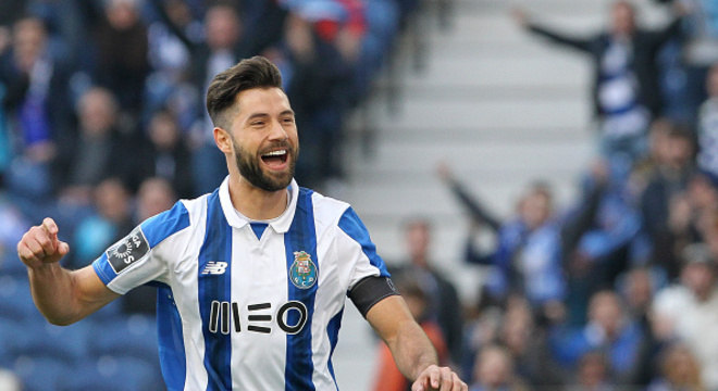 Venda de zagueiro do Porto para a Juventus pode encher cofres do ... 15bb5830ac00c