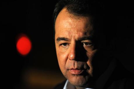 Cabral é acusado de corrupção em contratos milionários das obras do Arco Metropolitano, do PAC Favelas e de Linha-4  do metrô