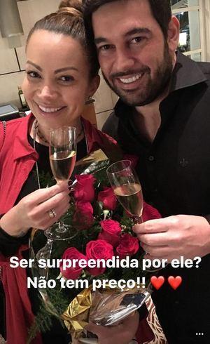 Solange Almeida é Pedida Em Casamento Após Três Meses De