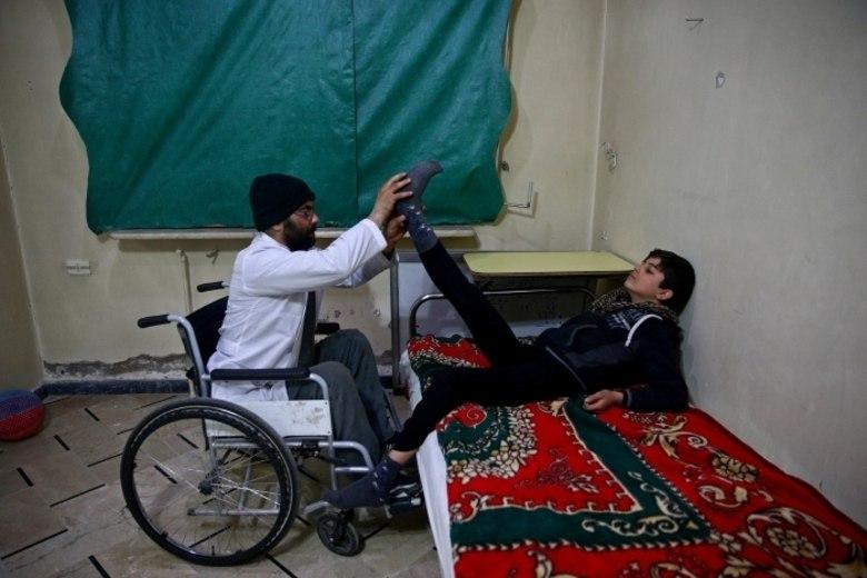 Na Síria, situações assim são cada vez mais comuns e Ziad sofre com instalações que não permitem que ele se locomova com facilidade em casos de bombardeios.— Os abrigos não estão preparados para receberem pessoas como eu
