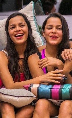 Sexy quer as gêmeas nuas em suas páginas