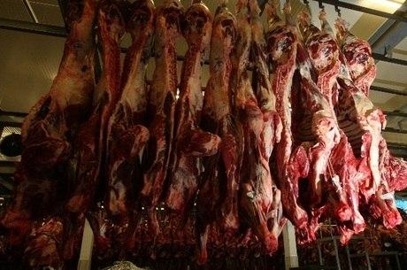 Fiscais do ministério são investigados por receber propina para liberar carne imprópria para consumo