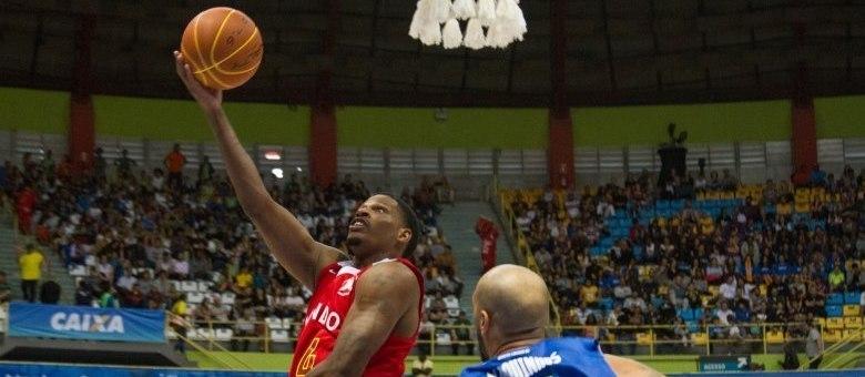 Norte-americano Shamell, do Mogi, foi eleito pela terceira vez o melhor atleta do Jogo das Estrelas do NBB