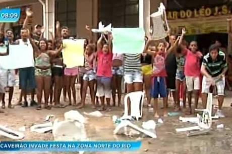 Moradores protestam contra ação violenta de policiais em Triagem, zona norte do Rio
