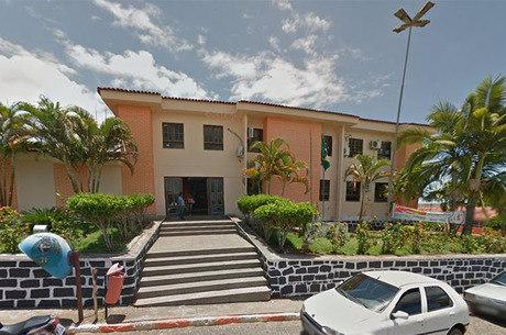 Segundo denúncia,  Emiliana Santos aderiu ao esquema em troca de propina no valor de 30% do montante pago pela prefeitura