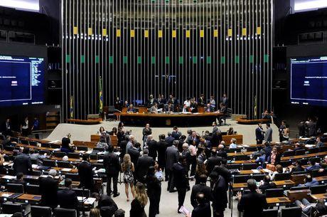 Projeto que autoriza terceirização foi aprovada com 232 votos favoráveis, 188 contrários e oito abstenções
