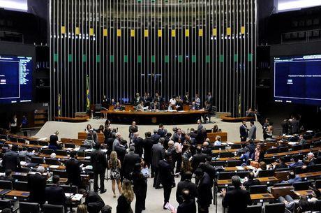 Parlamentares querem discutir reforma política