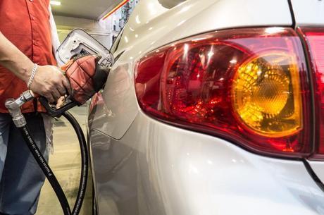 Se o reajuste for repassado integralmente, o diesel poderá cair cerca de R$ 0,08 por litro e a gasolina R$ 0,09 por litro