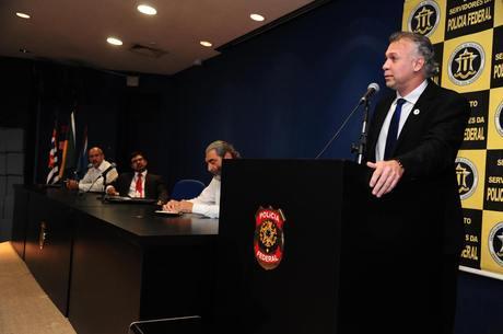O presidente do sindicato Sally, abriu o seminário sobre suicídio
