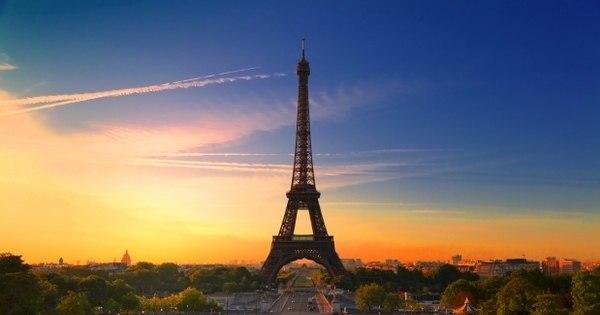 Paris faz planos para ter só carros elétricos em circulação até 2030
