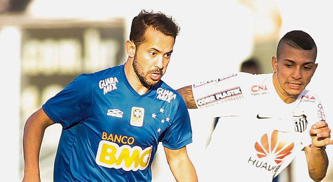 Éverton Ribeiro (à esquerda) se destacou no Brasil defendendo as cores do Cruzeiro