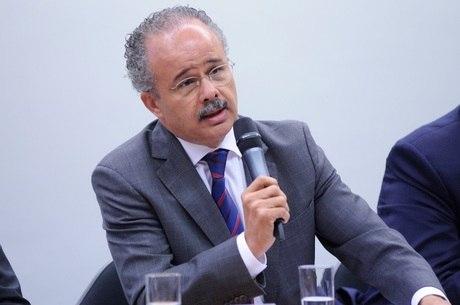 Relator da reforma política vai propor lista fechada e financiamento misto para deputados